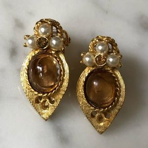 🔥 Gold Tone Pearl Cabochon Clip On Earrings